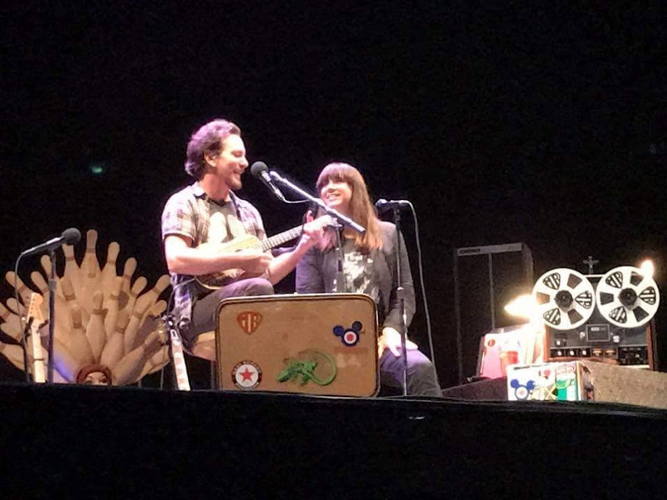 Eddie Vedder with Chan Marshall (Cat Power) singing Tonight You Belong To Me.